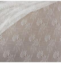 Elasztikus csipke –Törtfehér színben, leveles virágos mintával