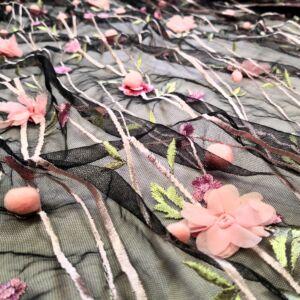 3D tüll csipke – Fekete alapon rózsaszín virággal és pompommal