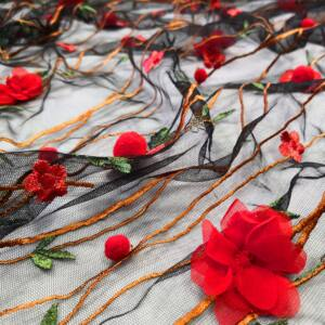 3D tüll csipke – Fekete alapon piros virággal és pompommal