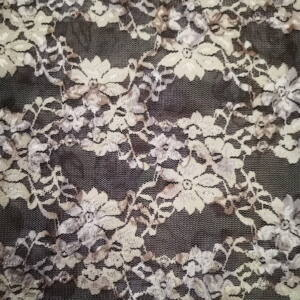 Elasztikus csipke – Bézs színű árnyékos mintával