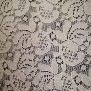 Csipke – Fehér színű, nonfiguratív mintával