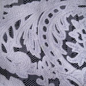 Csipke – Fehér rokokó mintával