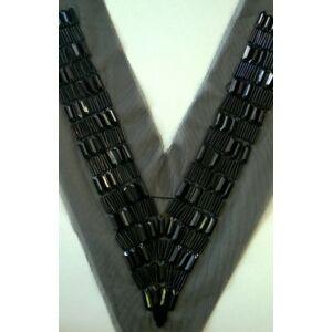 Csipke rátét – Fekete színű gyöngyökkel kivarrt V alakú gallér