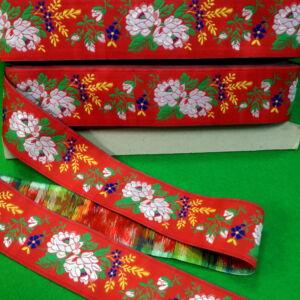 Hímzett szalag – Matyó mintával, piros alapon, 5cm