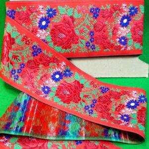 Hímzett szalag – Matyó mintával, piros alapon, 10cm