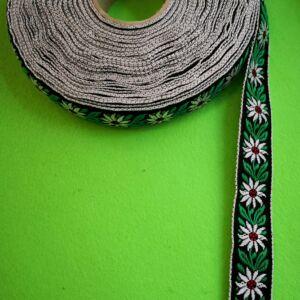 Hímzett szalag – Fekete alapon fehér havasi gyopár virág mintával, 2cm