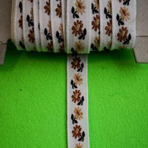 Hímzett szalag – Fehér alapon barna kis virágos mintával, 1cm