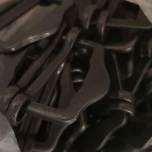 Fém mozgócsúszó (vállpánt állító, bújtató), íves formájú, antik