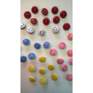 Műanyag gomb – Mosolygós mintával, 24-es