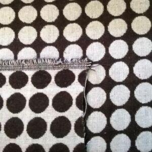 Kétoldalú pamutszövet –  Sötétbarna-fehér kör mintával
