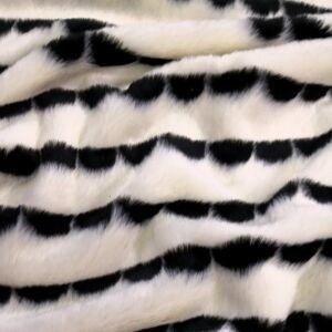 Műszőrme – Törtfehér alapon fekete mintával