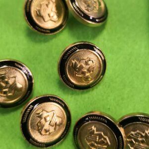 Fém gomb – Arany színű címer mintával, 15mm