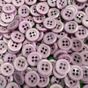 Inggomb – Halvány lila színben, négylyukú, 12mm