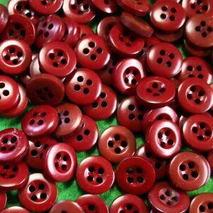 Inggomb – Sötét piros színben, négylyukú, 12mm