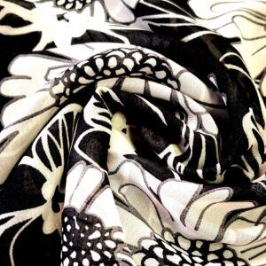 Muszlin – Fekete alapon fehér virág mintával