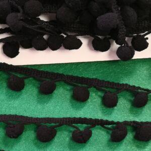 Paszomány - Fekete színben, lógó bogyókkal díszített