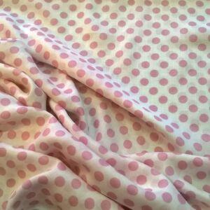 Voile selyem – Fehér alapon rózsaszín pöttyös mintával
