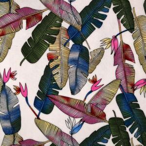 Viszkóz selyem – Színes madártoll mintával, fehér alapon