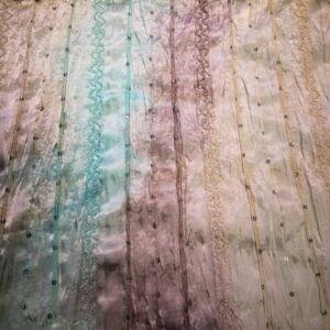 Gyűrt szatén – Flitterrel és csipkével díszítve