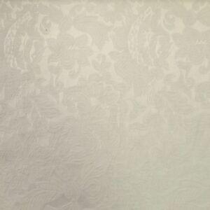 Jacquard 317 – Krém színű virág mintával