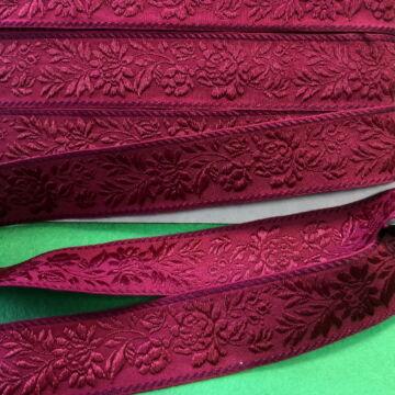 Hímzett szalag – Matyó mintával, bordó alapon bordó virágokkal, 4cm