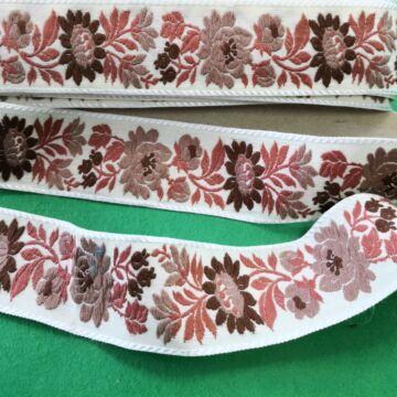 Hímzett szalag – Matyó mintával, halványsárga alapon, 4cm