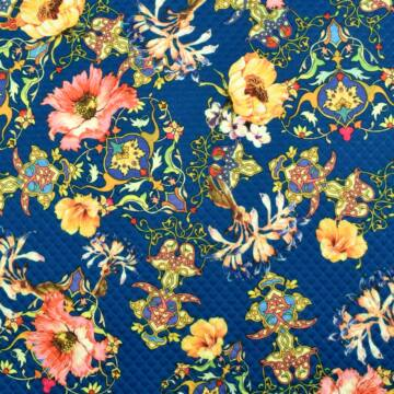 Scuba – Steppelt hatású, színes virág mintával