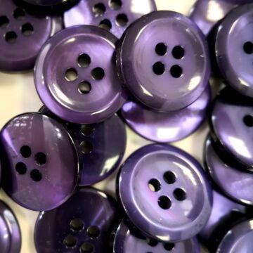 Műanyag gomb – Kabátgomb sötétlila színben, négylyukú, 28mm