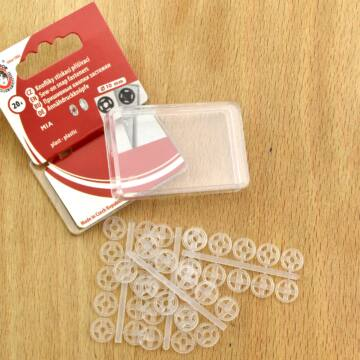 Felvarrható műanyag patent – Fehér színben, Koh-I-Noor, 3-as