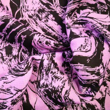 Műszál szövet – Rózsaszín alapon fekete nonfiguratív mintával