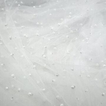 Lágy tüll – Hófehér színben, gyöngyökkel díszítve