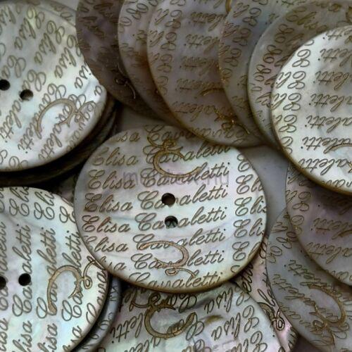 Kagyló gomb – Elisa Cavaletti felirattal