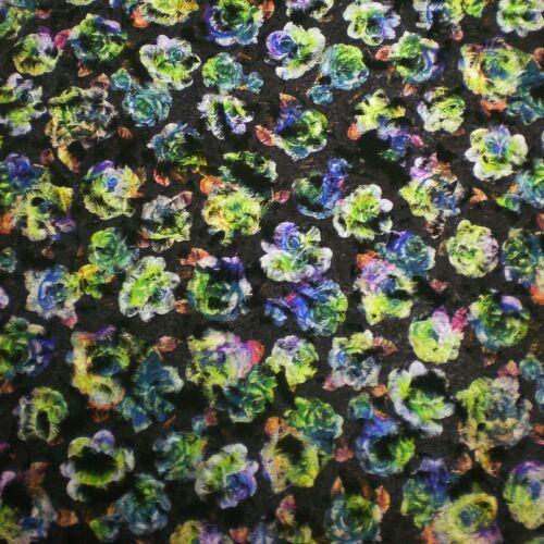 Kabátszövet – Fekete alapon színes rózsa mintával