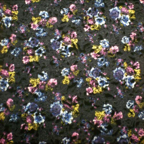 Kabátszövet – Fekete alapon színes virágcsokor mintával