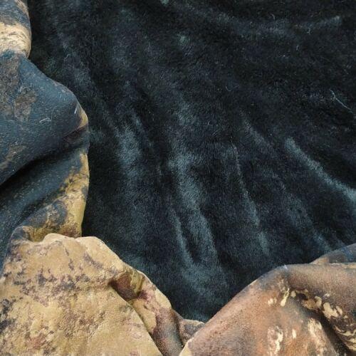 Műszőrme – Velúros hátoldallal, barna foltos színben, fekete szőr oldallal