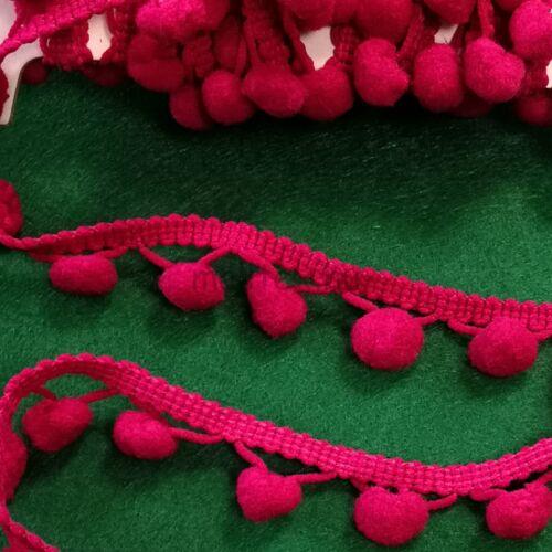 Paszomány - Pink színben, lógó bogyókkal díszített